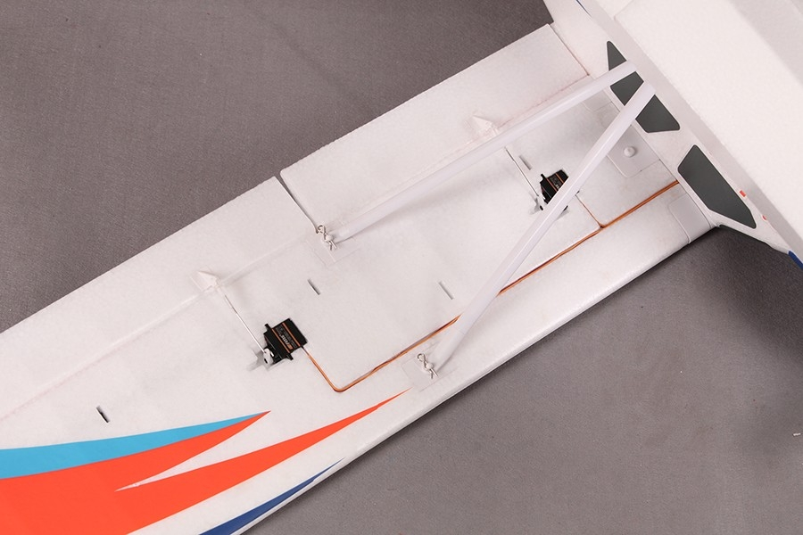 Kingfisher 1400mm ARF s koly, plováky a lyžemi